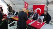İNSANLIK SUÇU - HAK-İŞ'ten HDP Önünde Evlat Nöbeti Tutan Ailelere Destek Ziyareti