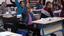 TAŞKıRAN - Tekerlekli Sandalyeyle Okula Giden Kardelen'e En Büyük Destek Arkadaşından
