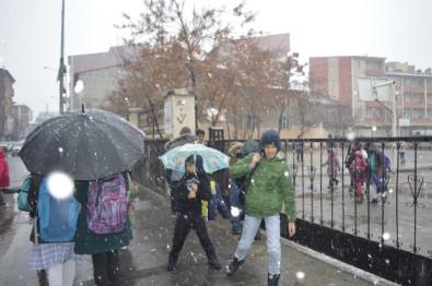 Ağrı'da Kar Yağışı Gün Boyu Devam Etti