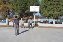 Burhaniye Belediyesi Öğrencileri Spora Özendiriyor