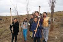Çocuklar Yüzlerce Fidanı Doğayla Buluşturdu