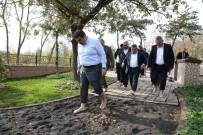İstanbul Esenler'de 15 Temmuz Millet Bahçesi İçerisinde Açılan Parkurda Çıplak Ayakla Yürünüyor