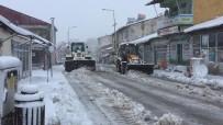 Karlıova'da Kar Yağdı, Zorlu Karla Mücadele Mesaisi Başladı
