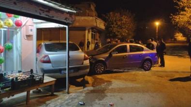 Kazada Savrulan Otomobil Bakkal Duvarına Çarptı Açıklaması 2 Yaralı