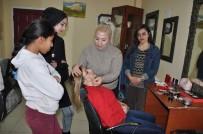 Kuaförlük Tecrübesini Genç Kızlara Aktarıyor