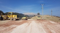 ONARIM ÇALIŞMASI - Kumluca'da Üçoluk-Kuzca Grup Yoluna Bakım