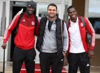 FATIH AKSOY - Lider Sivasspor, Kupa Maçı İçin İstanbul'a Gitti