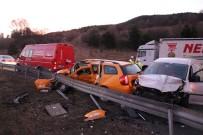 Hafif Ticari Araçla Ticari Taksi Çarpıştı Açıklaması 1 Ölü, 2 Yaralı