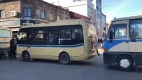 Kars'ta Dolmuşçular Yol Kapattı, Eylem Yaptı