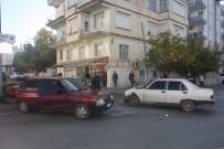 Antalya'da Trafik Kazası Açıklaması Aynı Aileden 6 Kişi Yaralandı