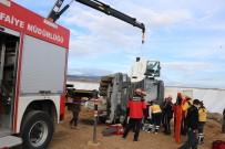 Bolu'da, Devrilen Kamyonda Sıkışan Sürücüyü İtfaiye Kurtardı