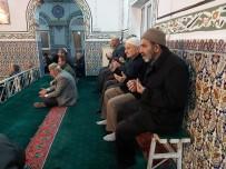 Boyalıca Camii'nde Sabit Oturaklar Kaldırıldı