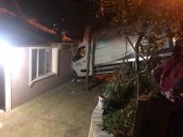Kamyonet Eve Girdi, Ev Sakinleri Kazayı Ucuz Atlattı