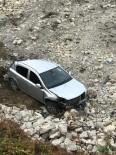 Türkeli'de Otomobil Şarampole Uçtu Açıklaması 2 Yaralı