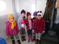 Burhaniye'de Hazırlanan Atkı Ve Bereler Çorumlu Çocuklara Ulaştı