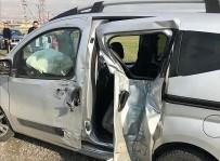 Kahramanmaraş'ta Hafif Ticari Araç Bariyerlere Çarptı Açıklaması 1 Ölü