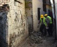 ÇOCUK İSTİSMARI - Bağlar Belediyesi Uyuşturucu İle Mücadele Kapsamında Metruk Yapıları Yıkmaya Devam Diyor