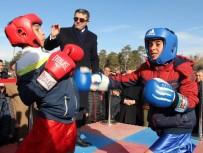 OKAY MEMIŞ - Boksun Şampiyonları Soğuk Havada Ringe Çıktılar