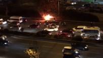 Esenler'de Otomobil Yol Ortasında Alev Aldı