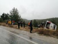 KAKLıK - Kontrolden Çıkan Midibüs Şarampole Devrildi Açıklaması 1 Ölü, Çok Sayıda Yaralı