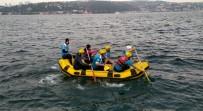 BALIK TUTMAK - Lodosta Mahsur Kalan Balıkçıyı Raftingciler Kurtardı