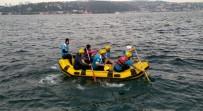 BALIK TUTMAK - (Özel) Lodosta Mahsur Kalan Balıkçıyı Raftingciler Kurtardı