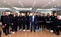 HENTBOL - Uysal'dan Bayan Hentbol Takımına Moral