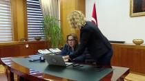 GAZZE - Bakan Pekcan AA'nın 'Yılın Fotoğrafları' Oylamasına Katıldı