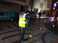 Maskeli İki Kişi Sokaktaki Gençlere Kurşun Yağdırdı Açıklaması 2 Ağır Yaralı