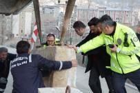 DURANKAYA - Merzan Mahallesi Yoluna Beton Bariyer Bırakıldı