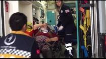 Balıkesir'de Zeytin İşçilerini Taşıyan Minibüs Kamyonla Çarpıştı Açıklaması 10 Yaralı