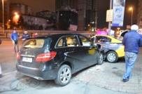 Büyükdere Caddesinde Taksi İle Ticari Araç Çarpıştı Açıklaması 3 Yaralı