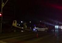 Esenyurt'ta Otomobil Bariyerlere Çarptı Açıklaması 2 Yaralı
