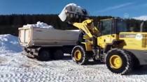 Kars'ta Yapılacak Şehit Heykelleri İçin Kamyonlarla Kar Taşınıyor