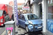 Kırklareli'de Kontrolden Çıkan Otomobil İş Yerine Daldı