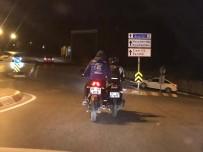 KURAN KURSU - Motosikletlilerin Trafikte Tehlikeli Yolculuğu Kamerada