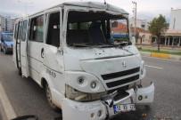 Servis Minibüsü İle Kamyon Çarpıştı, 6 Zeytin İşçisi Yaralandı