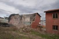 KADER - Tehlike Arz Eden Belediye Lojmanları Yıkılmaya Başlandı