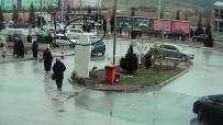 Yolun Karşısına Geçmeye Çalışan Yayalara Otomobil Çarptı