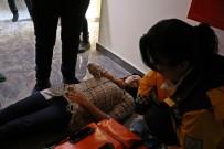 Açık Bırakılan Kabloya Dokunan Kadın Hastanelik Oldu