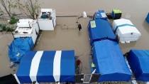 TARIM İŞÇİSİ - Adana'da Çadırlarını Su Basan Tarım İşçilerine Yardım Eli Uzatıldı