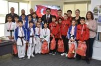 10 KASıM - Aliağalı Genç Sporculardan Başkan Acar'a Ziyaret