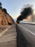 Antalya'da Lastiği Patlayan Çimento Yüklü Tır Alev Alev Yandı