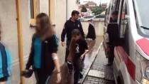 ÇOCUK HASTANESİ - Barut Kokusu Çocukları Etkiledi... Çok Sayıda Öğrenci Hastaneye Kaldırıldı