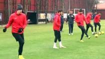 İNGİLTERE PREMİER LİG - Gençlerbirliği'nin Togolu Futbolcusu Ayite Açıklaması 'Hem Bizim Hem De Beşiktaş İçin Zor Bir Maç Olacak'