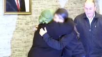 Hüsniye Anne 5 Yıllık Hasretin Ardından Kızıyla Kucaklaştı