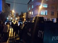 Küçükçekmece'de Sokak Ortasında Silahlı Kavga Açıklaması 2 Yaralı