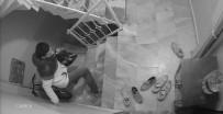 (Özel) İstanbul'un Göbeğinde Vatandaşları İsyan Ettiren Ayakkabı Hırsızlığı Kamerada