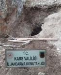 TARİHİ ESER KAÇAKÇILIĞI - Sarıkamış'ta Sit Alanında Kaçak Kazı Yapanlar Suçüstü Yakalandı