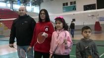 SPORCU AİLELER - Çocuklarına Rakip Bulamayan Baba Spora Başladı